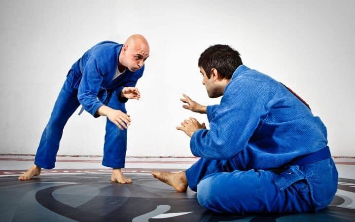 Two practitioners of Jiu Jitsu preparing to do sparring | Jiu Jitsu Legacy
