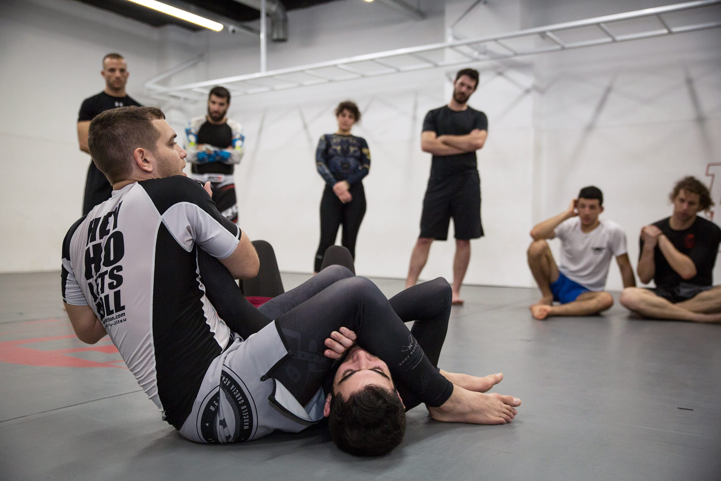 Asaf Mich performing an armbar